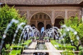 قصر جنة العريف تحفة معمارية لبني الاحمر الانصار سلاطين غرناطة