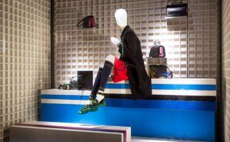 Mannequin wear stylish clothes fashion shop © zhu difeng - Fotolia.com
