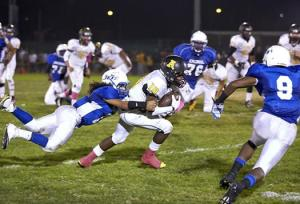 The Hornets and the Jets battle during the Island Bowl. Photo by Bill Thomas