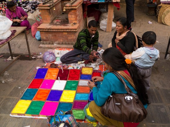 Tikka dye sellers lined the streets.