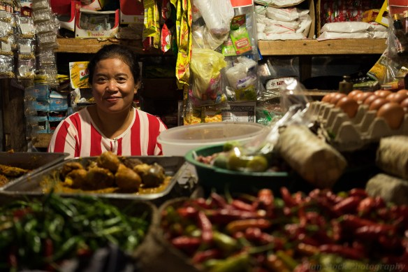 AlanStockPhotography-Bali-market-portrait-woman-old-stall-colours-asian-smiling
