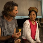 AlanStockPhotography-Bali-street-market-photographer-meeting-local-woman-travel-fun-smiling-offering