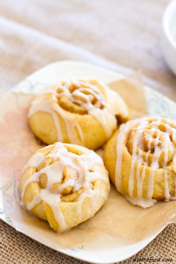 These bite-sized cinnamon rolls are full of gooey cinnamon vanilla filling and topped with a vanilla coffee glaze! | www.alattefood.com