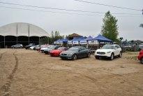 Les voitures avant l'arrivée des invités