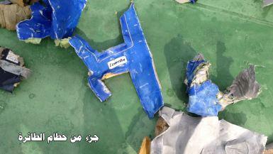جزء من حطام الطائرة المصرية المنكوبة