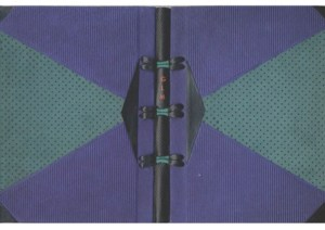Cahieers G.L.M. – Eté 1954 Legatura in cuoio blu goffrato, scamosciato verde traforato, box nero, cuciture a vista.
