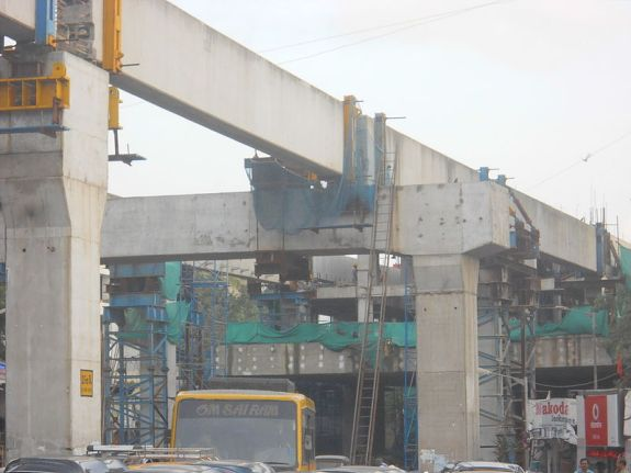 Mumbai monorail, under construction. CC image from Wiki.