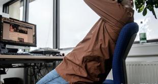 دراسة نرويجية: الجلوس طويلا مضر لصحة الانسان وللاقتصاد العالمي