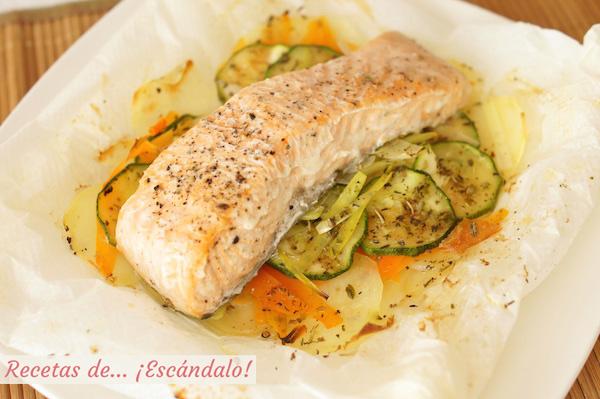 Salmón en papillote al horno con verduras y patatas