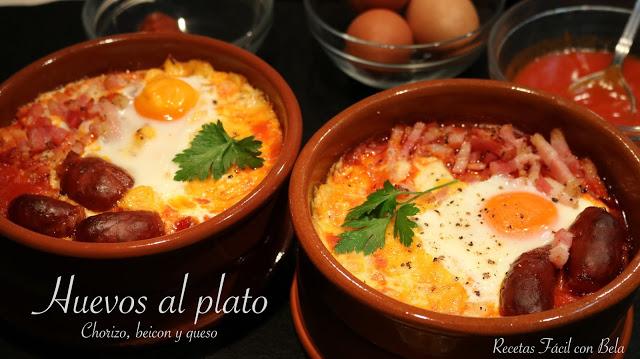 Huevos al plato con chorizo, bacon y queso