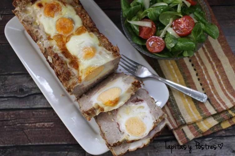 Pastel de carne y huevos