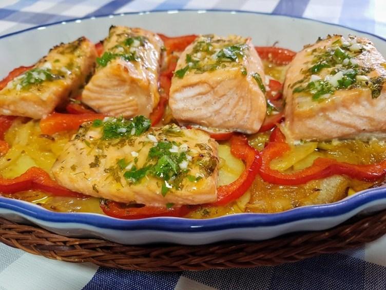 salmon-al-horno-con-patatas-panadera-1-1