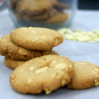 Almond and vanilla biscuits
