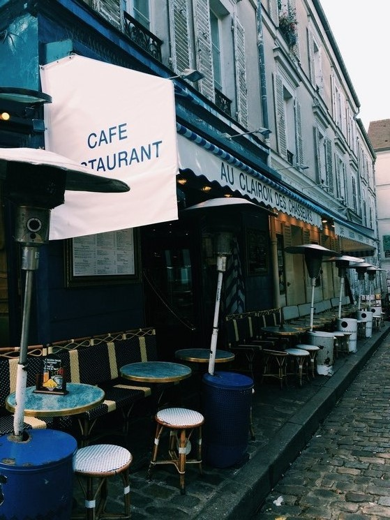 A Walk in Montmartre, Paris, Go with Oh Apartment, #IGTravelThursday
