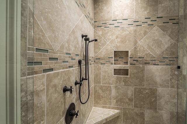 shower-389273_640