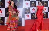 Urvashi Dholakia and Juhi Parmar seen bonding at Star Parivaar Awards