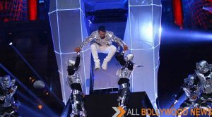 Varun Dhawan's spectacular and futuristic performace