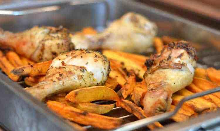 Hühnerkeulen mit Süsskartoffel-Pommes