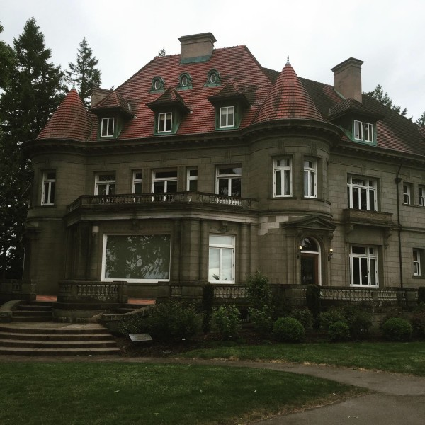 Pittock Mansion (Image by LoudPen)