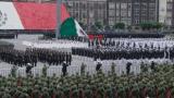 Cae la bandera mexicana durante desfile militar (Video)