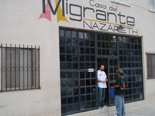 Otorgan premio por la igualdad y la no discriminaci n a for Mural de la casa del migrante