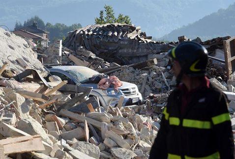Presidente de Italia asiste a funeral de víctimas del sismo