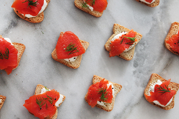 smoked salmon bites // holiday appetizer