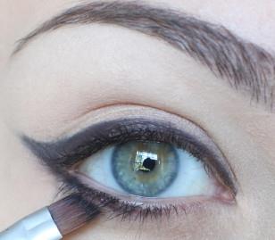 ارسمي زاوية العين الخارجية
