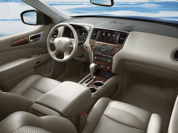 المقصورة الداخلية للسيارة نيسان باثفايندر 2017