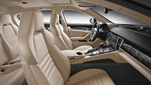 المقصورة الداخلية للسيارة بورش باناميرا 2017