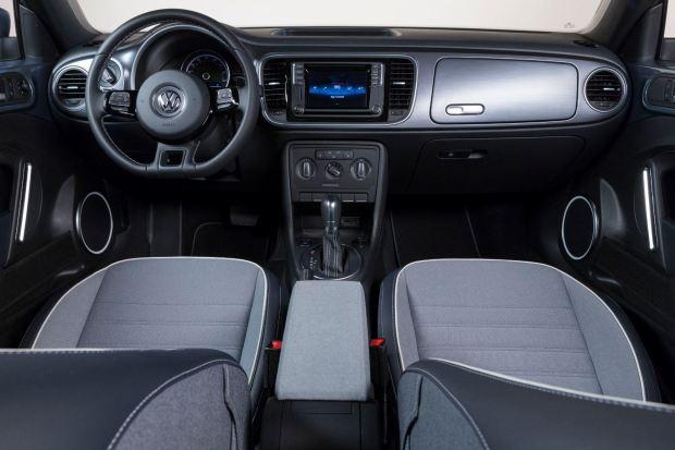 المقصورة الداخلية للسيارة فولكس فاجن بيتل 2017