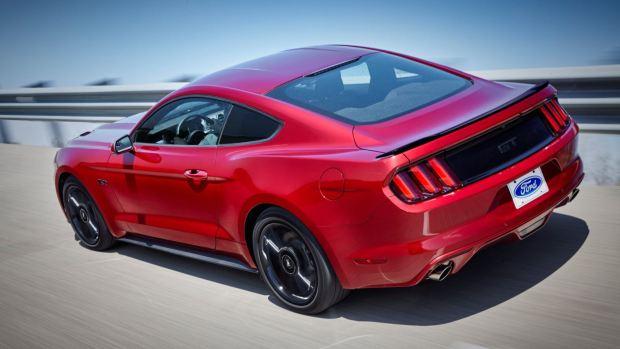 التصميم الخلفي للسيارة فورد موستانج 2016 إيكوبوست
