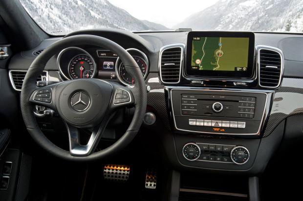 التصميم الداخلي للسيارة مرسيدس جي ال اي 2017