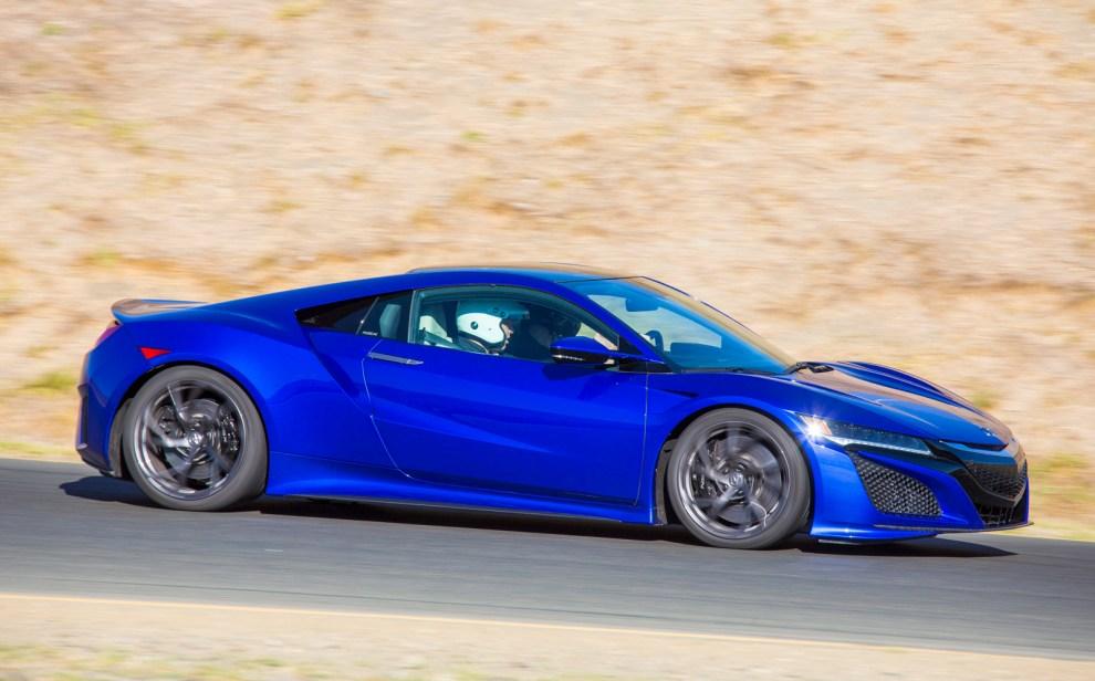 قوة المحرك والاداء للسيارة هوندا NSX موديل 2017
