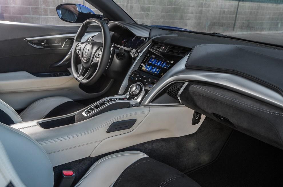 التصميم الداخلي للسيارة هوندا NSX موديل 2017
