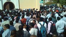 بالصور: تدافع كبير امام السفارة القطرية بالخرطوم بسبب (الجيش)