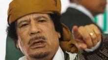 قصة تعرفها للمرة الأولى.. السادات هدد القذافي بالضرب في مكة