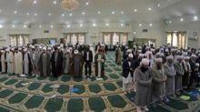 """الصلاة تكشف الفرقة بين الشيعة والسنة بمؤتمر """"الوحدة"""" + صورة"""