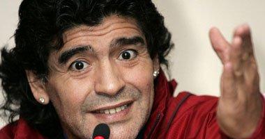 شاهد «نيولوك» مارادونا مع صديقته: «صورة محيرة»