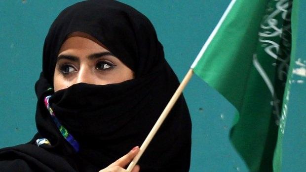 امرأة (سعوديَّة ) للتسلية مقابل 150 ريالاً للجلسة
