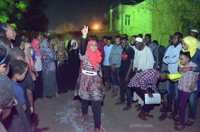 شباب السودان يمشون على الجمر