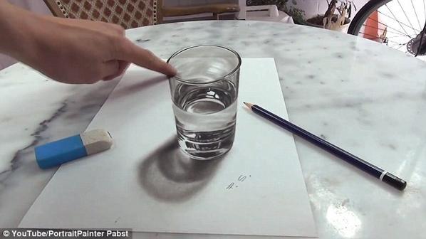 كوب ماء ثلاثي الأبعاد