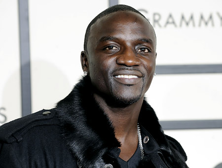 Akon arrives at the 50th Annual Grammy Awards on Sunday, Feb. 10, 2008, in Los Angeles.  (AP Photo/ Chris Pizzello)   Original Filename: Grammy_Awards_Arrivals_CAMW163.jpg