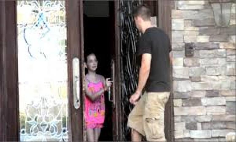 فتح الباب للغرباء