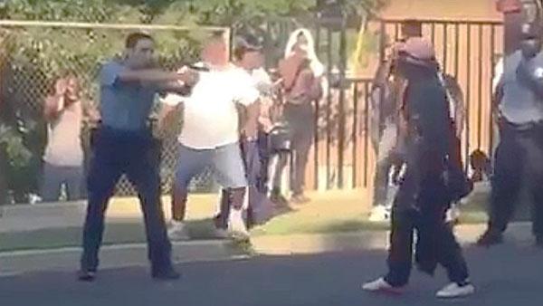 شرطي أمريكي يطلق النار على فتاة سوداء