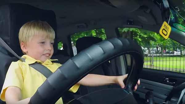 أصغر سائق بالعالم