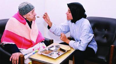 العناية بالمسنين