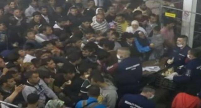 تقديم الطعام بطريقة مذلة للاجئين في المجر