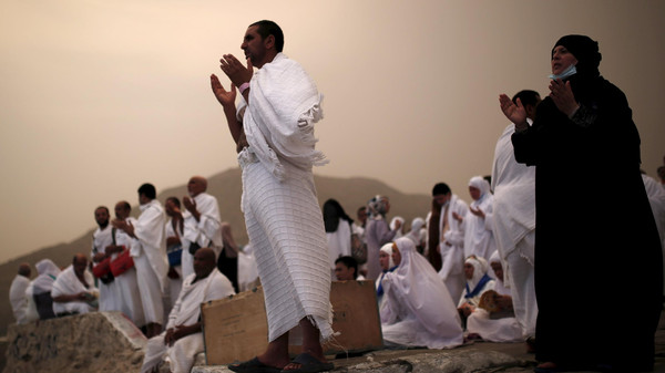 Muslim pilgrims pray on Mount Mercy on the plains of Arafat during the annual haj pilgrimage, outside the holy city of Mecca September 22, 2015. REUTERS/Ahmad Masood