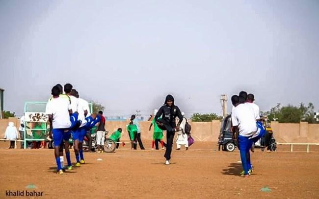 صور سيدة سودانية تدرب فريق كرة قدم رجالي بامدرمان تشعل فيسبوك %D8%B3%D9%84%D9%85%D9%89-%D8%A7%D9%84%D9%85%D8%A7%D8%AC%D8%AF%D9%8A3